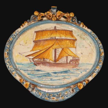 Ovale orizzontale medio con veliero maxi 23x25 blu/arancio in Ceramica Artistica di Caltagirone